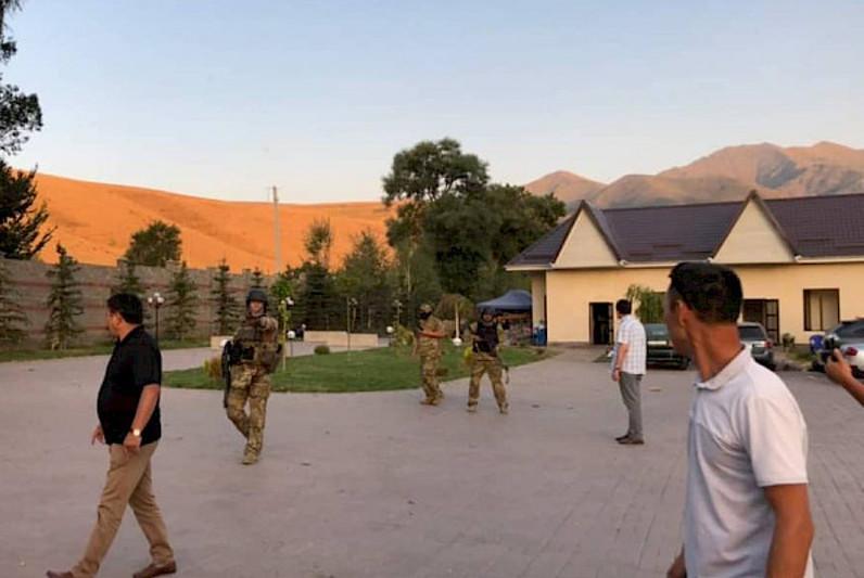 Атамбаевтың Қой-Таш ауылындағы үйінде атыс болды