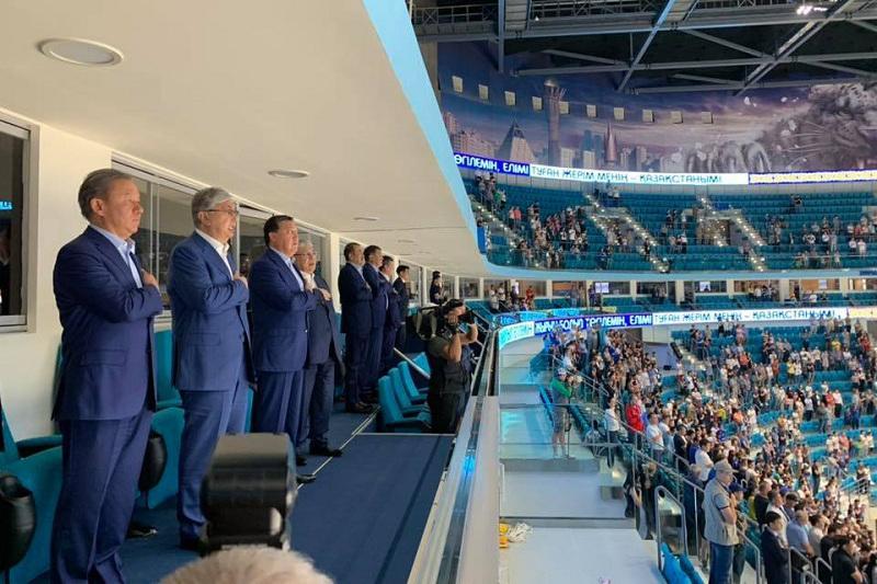 托卡耶夫总统出席总统杯国际冰球锦标赛开幕式