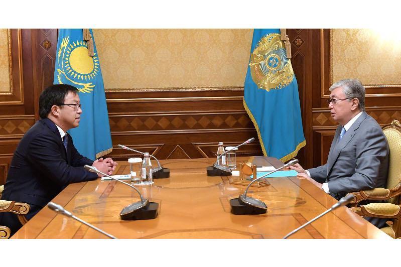 托卡耶夫总统接见接见国家心脏外科研究中心负责人