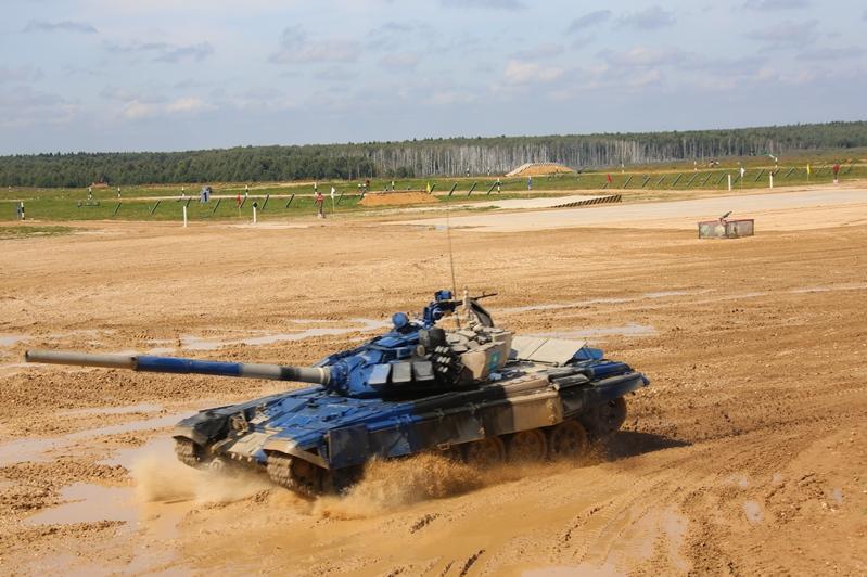 国际军事竞赛:哈萨克斯坦队成功晋级«坦克两项»半决赛