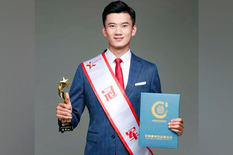 荣获中国最佳男模称号的哈萨克族小伙赛尔江