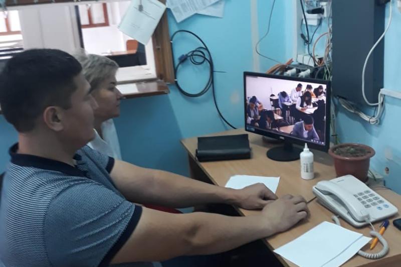 Ақтөбеде магистратура талапкерлерінің тестілеуі кезінде 600-ден астам телефон тәркіленді