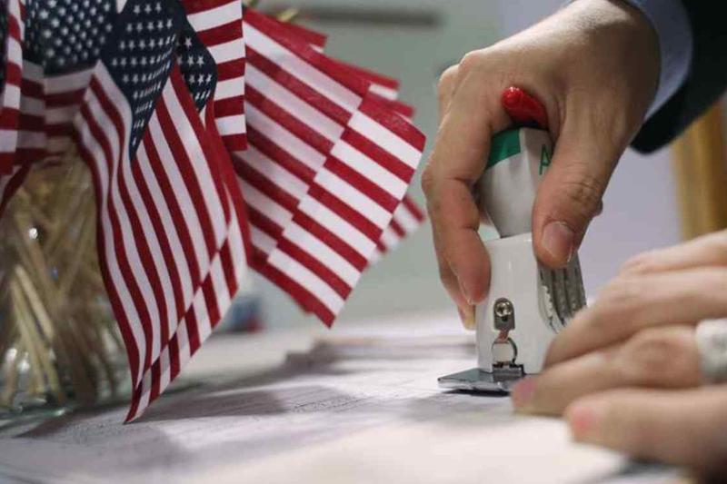 Власти США ужесточили получение Green card