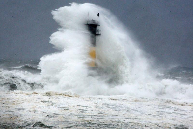 Мощный тайфун Кроса приближается к Японии