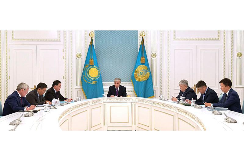 托卡耶夫总统主持召开经济问题工作会议