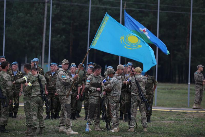 国际军事竞赛:哈萨克斯坦代表队获«狙击边界»第三名