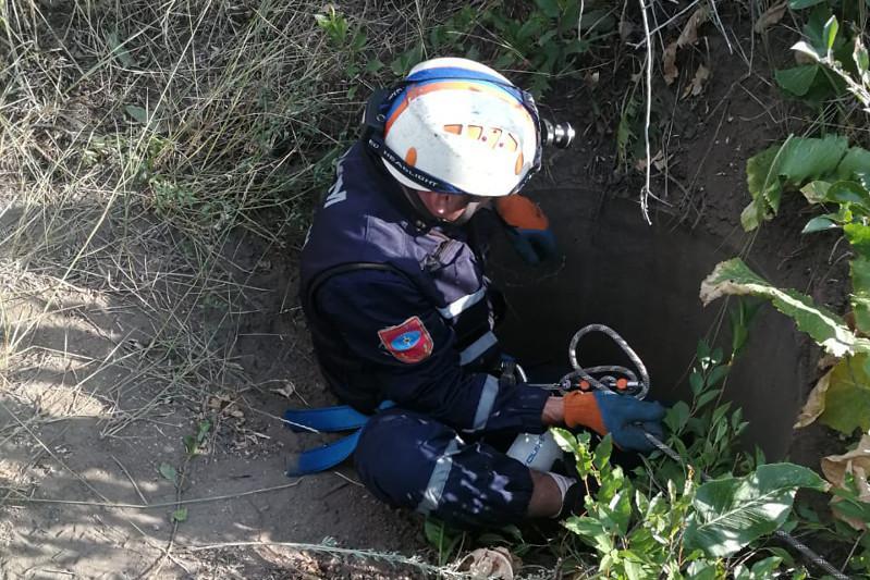 80-летний мужчина упал в колодец в Караганде