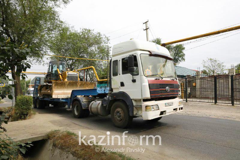 Алматыдағы сел: Арнайы техника өзен арнасын кеңейтіп жатыр