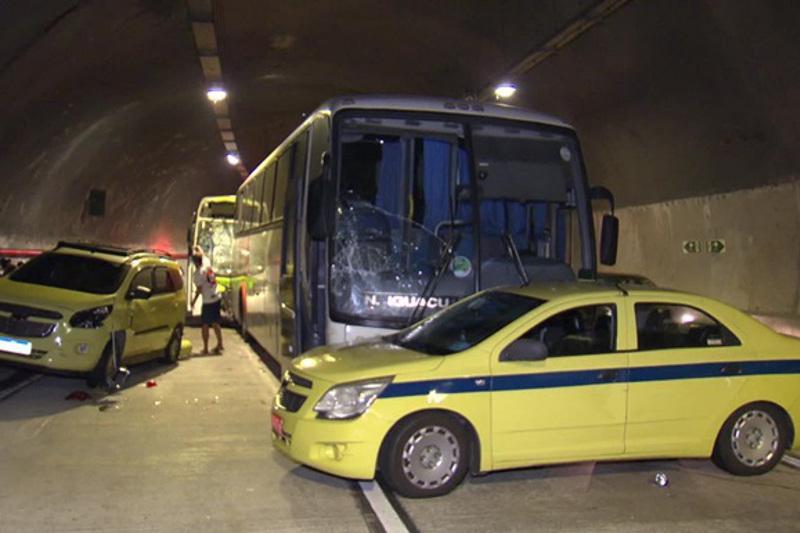 Более 50 человек пострадали при столкновении автобусов в Бразилии