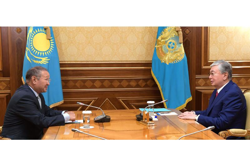 托卡耶夫总统接见考古学家再诺拉•萨玛谢夫