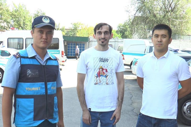 Алматы полициясы туристке таксиде ұмытып кеткен бейнекамерасын тауып берді