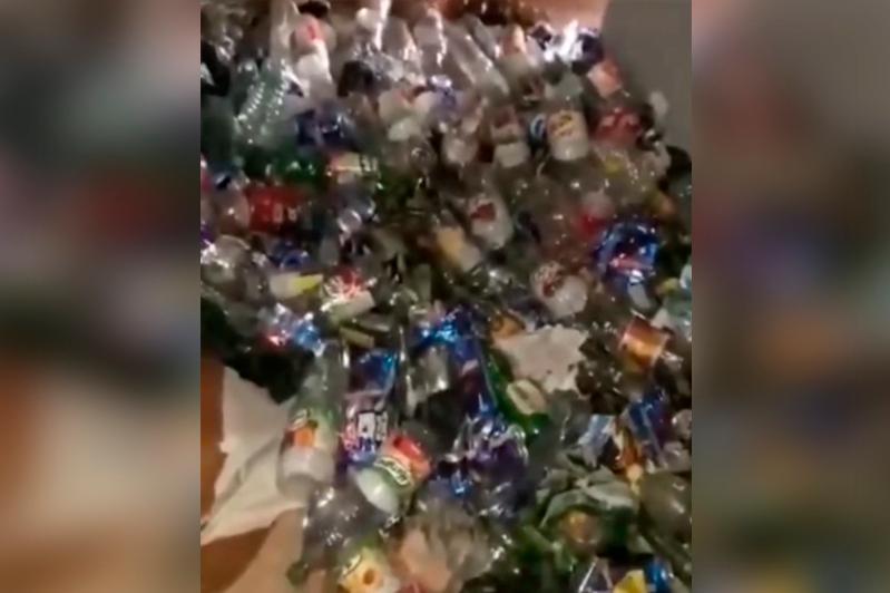 Житель Рудного устроил в своей квартире свалку из бутылок