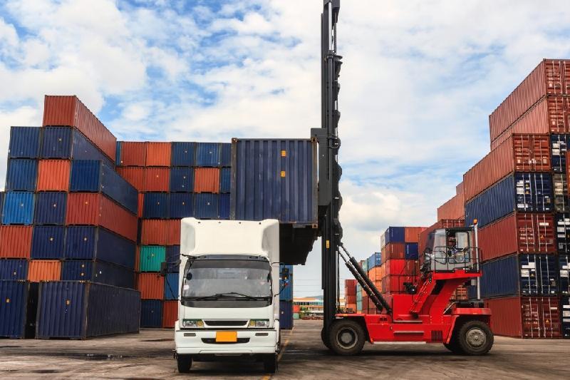 上半年哈萨克斯坦外贸总额超456亿美元