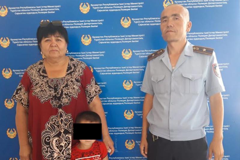 Ушел играть и пропал: 4-летнего мальчика нашли за час туркестанские полицейские