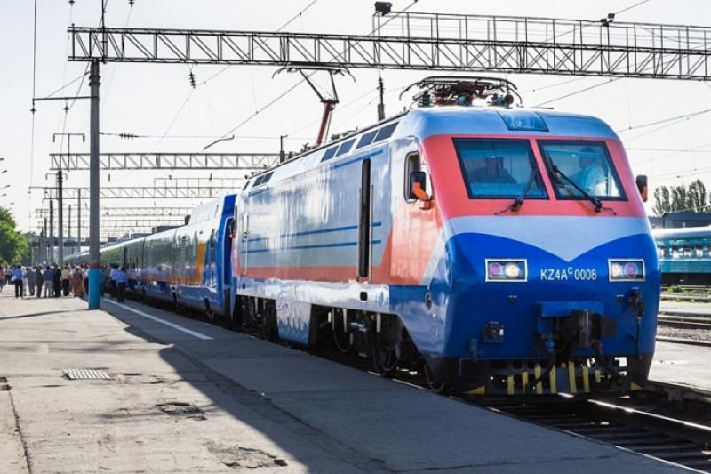 Запрыгнувшего на ходу в поезд мужчину оштрафовала полиция