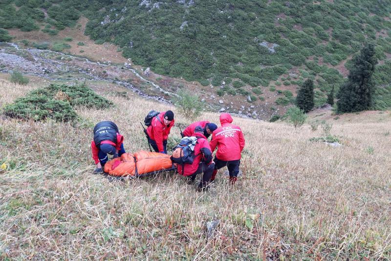 Женщина замерзла в горах Алматы, ей на помощь пришли спасатели
