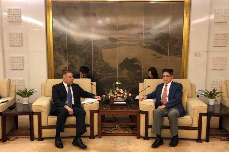 驻华大使努雷舍夫会见中国副外长乐玉成