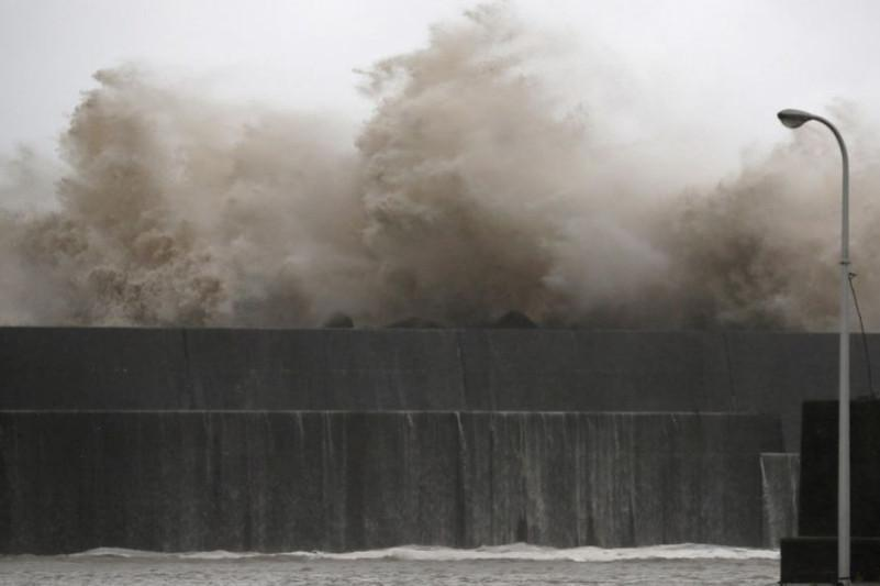 Powerful typhoon pounds western Japan, leaving 1 dead