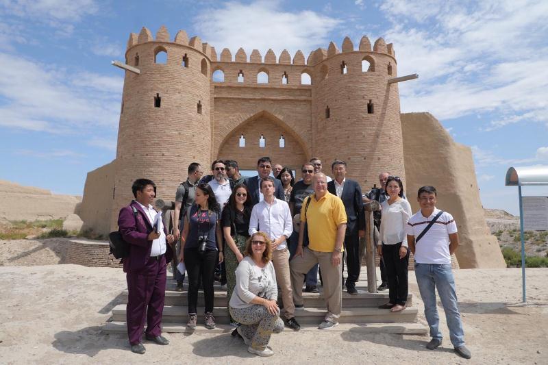 外国媒体团游览突厥斯坦州旅游景点