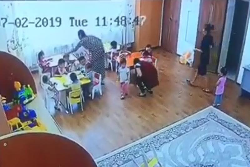 Балабақшада балаларға қол көтерген тәрбиеші хабарсыз кетті