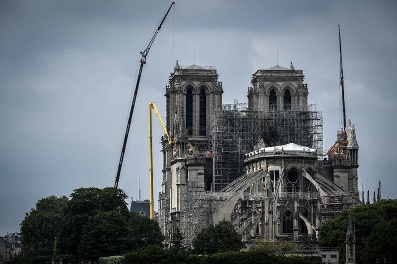 Собор Парижской Богоматери под угрозой обрушения