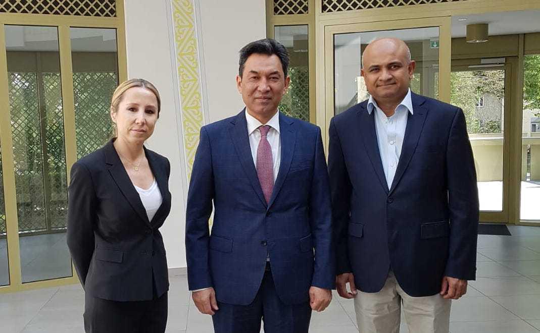 哈驻德大使馆与阿斯塔纳航空公司讨论未来合作前景