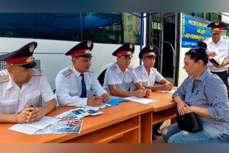 За три часа 60 жителей Прииртышья приняли участие в акции «Приемная на дороге»