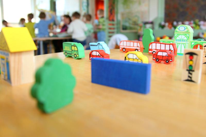 Принимать детей в детские сады с двух лет хотят в Казахстане