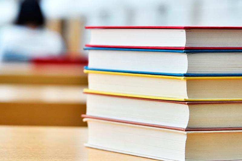 Оставлять свои книги в школах разрешат казахстанским школьникам