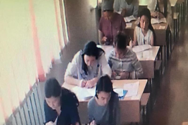 Более 1300 мобильных телефонов изъяли во время экзамена в магистратуру в Шымкенте