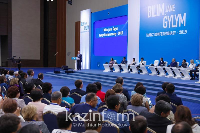 Мұғалімдер жалақысы, үштілділік, ҰБТ: Тамыз конференциясында не айтылды