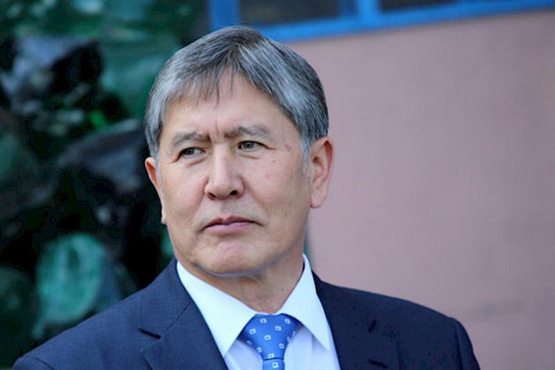 На имущество и счета Алмазбека Атамбаева наложен арест