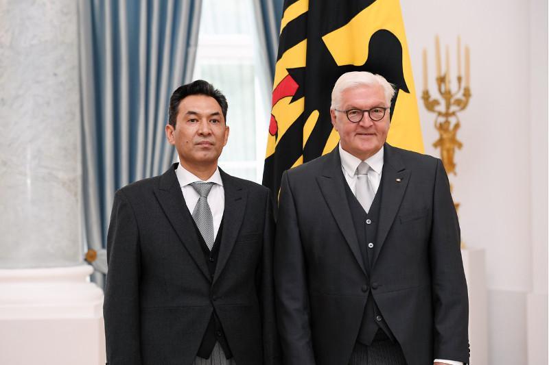 哈萨克斯坦大使向德国总统提交国书