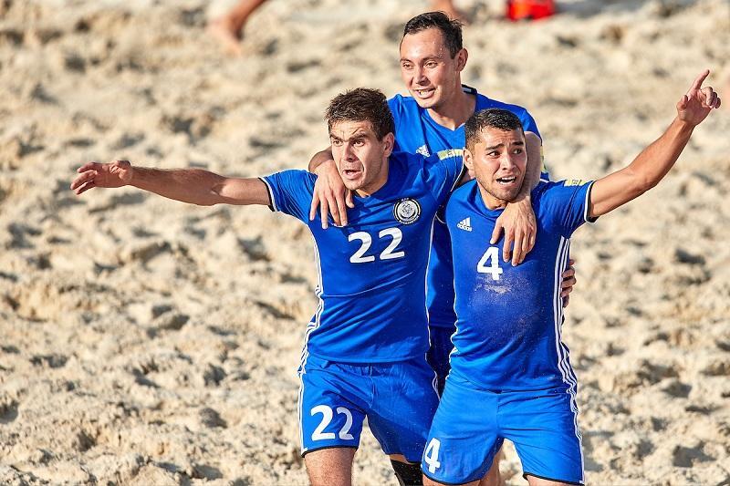 Команда РК одержала первую победу на втором этапе Евролиги пляжного футбола