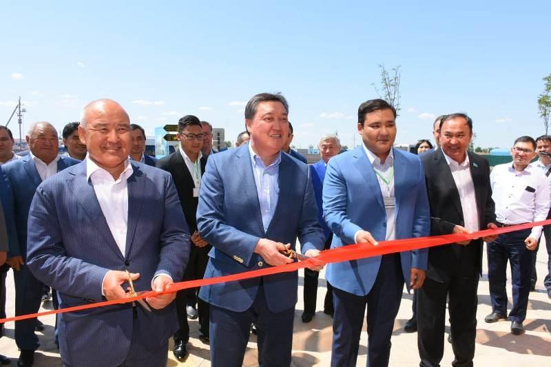 Аскар Мамин принял участие в открытии международного автовокзала в Туркестане