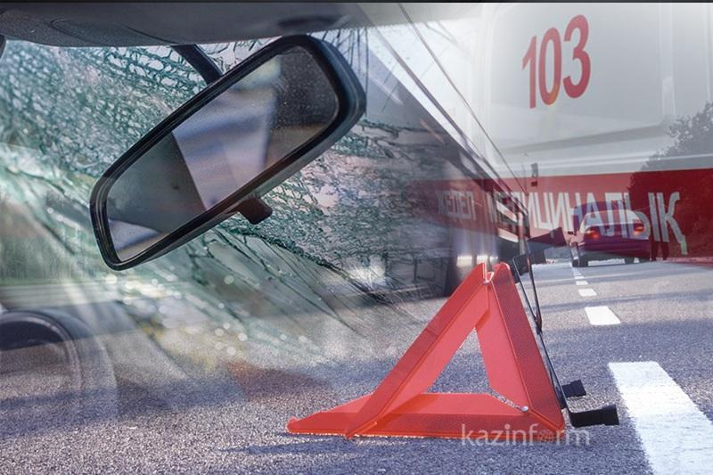 Водитель врезался в бетонный забор и погиб в Атырауской области