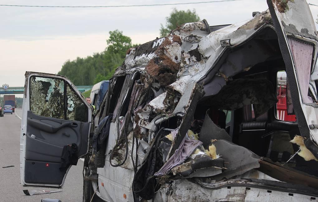 В Перми автобус врезался в здание: 10 пассажиров пострадали и один погиб