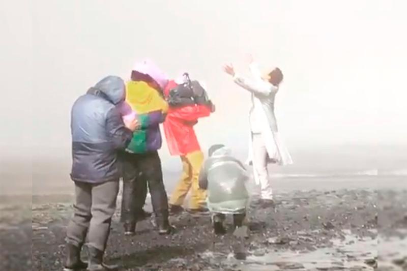 Мощь водопада и сила голоса: Димаш Кудайберген показал, как снимает клип в Исландии