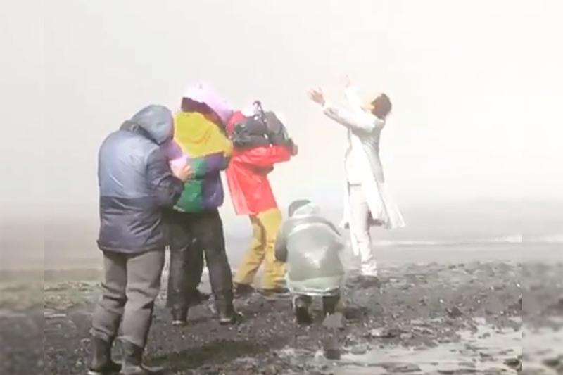 Dımash Qudaıbergen Islandııada qalaı klıp túsirip jatqanyn kórsetti