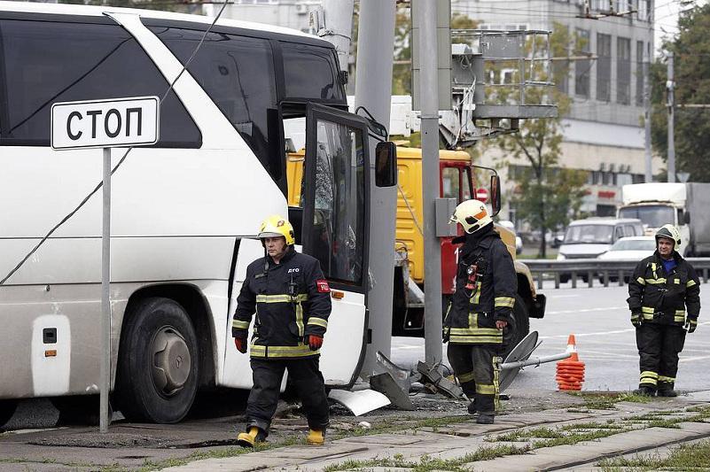 Мәскеуде туристер мінген автобус апатқа ұшырап, 29 адам зардап шекті
