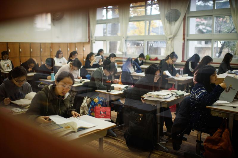 Korea takes first step toward free high school education