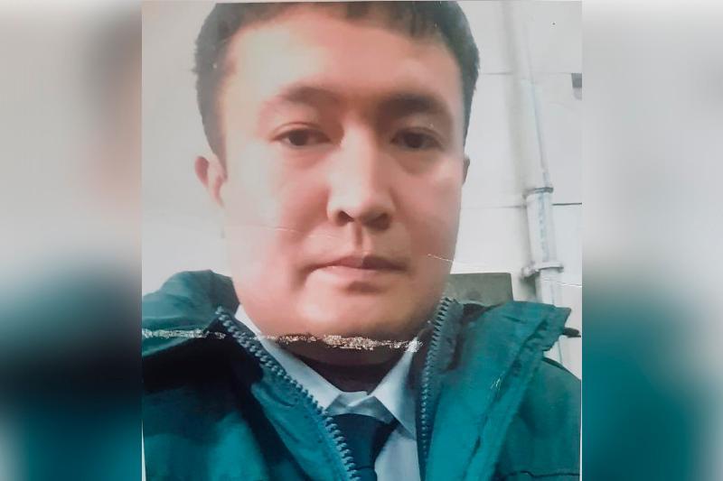 Almatyda ózin polıtsııa qyzmetkeri retinde tanystyryp, sheteldikterdi aldaǵan alaıaq ustaldy