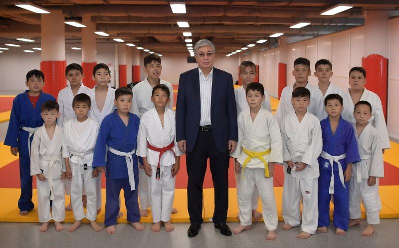 托卡耶夫总统向全国人民致以体育日的祝贺