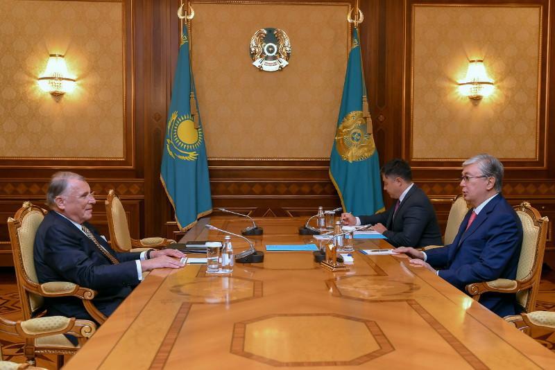托卡耶夫总统会见巴伊铁列克国有控股公司独立董事