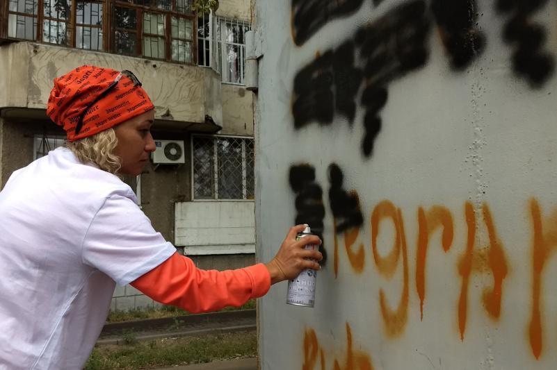 Наркограффити в Павлодаре теперь закрашивают и врачи