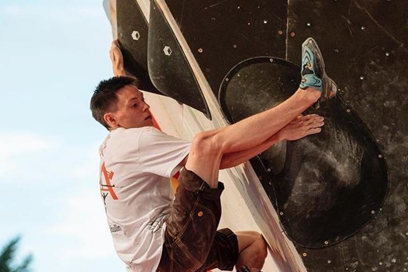 Казахстанец вышел в финал ЧМ по скалолазанию в Японии