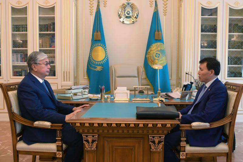 托卡耶夫总统接见反腐败行动署署长什佩克巴耶夫