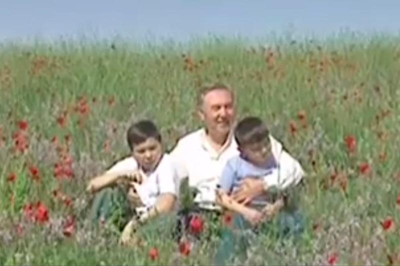 Nursultan Nazarbaevtyń Úshqońyr bókterinde án salǵan vıdeosy jarııalandy