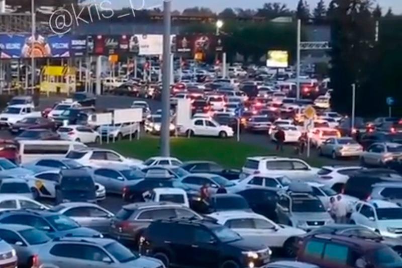 «Пробка» в аэропорту Алматы – в воздушной гавани дали объяснение