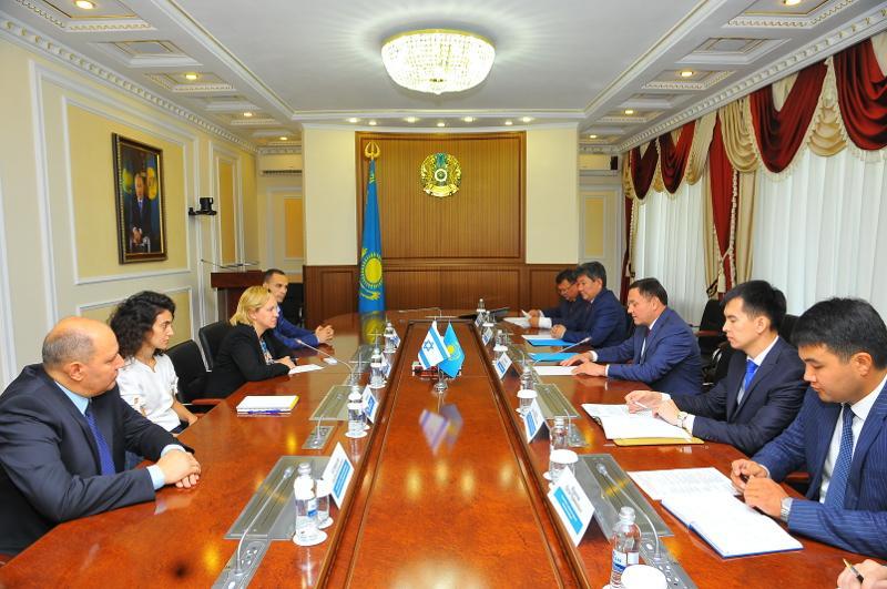 Аким Акмолинской области встретился с послом Израиля в РК